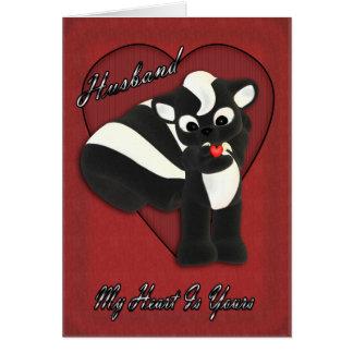 Mi corazón es el suyo, pequeña mofeta linda con tarjeta