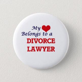 Mi corazón pertenece a un abogado de divorcio chapa redonda de 5 cm