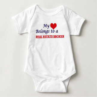 Mi corazón pertenece a un agente inmobiliario body para bebé