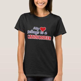 Mi corazón pertenece a un artillero camiseta