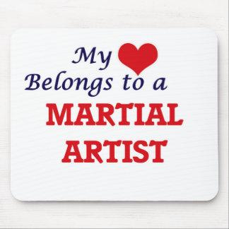 Mi corazón pertenece a un artista marcial alfombrilla de ratón