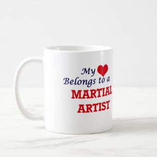 Mi corazón pertenece a un artista marcial taza de café