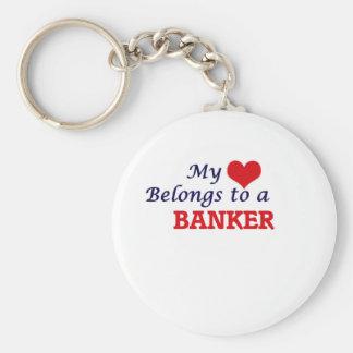 Mi corazón pertenece a un banquero llavero redondo tipo chapa