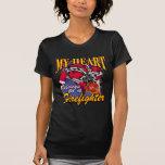 Mi corazón pertenece a un bombero camisetas