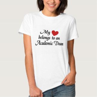 Mi corazón pertenece a un decano académico camiseta