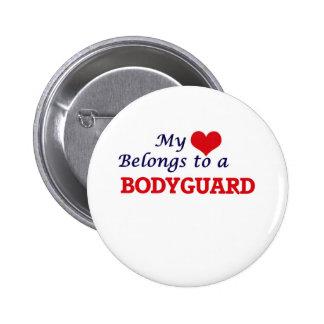 Mi corazón pertenece a un escolta chapa redonda de 5 cm