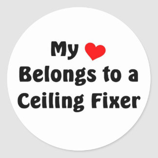 Mi corazón pertenece a un fijador del techo pegatina redonda