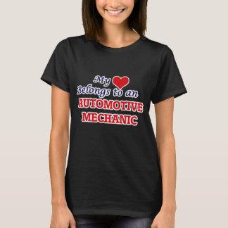 Mi corazón pertenece a un mecánico automotriz camiseta