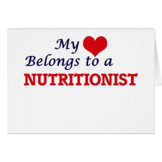 Mi corazón pertenece a un nutricionista tarjeta de felicitación