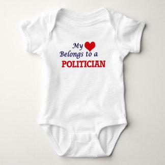 Mi corazón pertenece a un político body para bebé