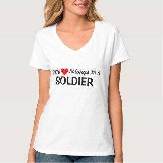 Mi corazón pertenece a un soldado camiseta
