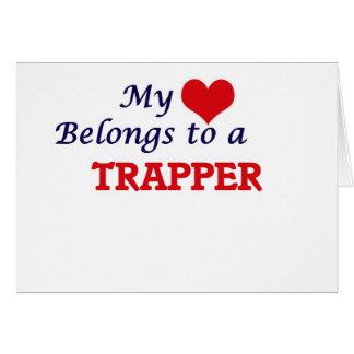 Mi corazón pertenece a un trampero tarjeta de felicitación