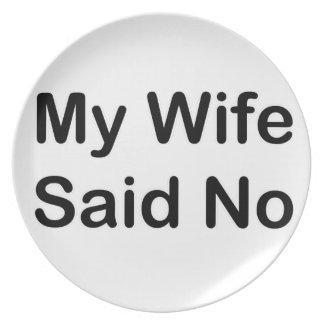 Mi esposa dijo no en una fuente negra plato de comida