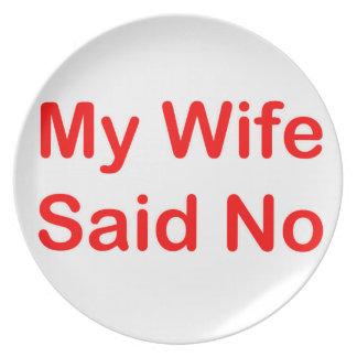 Mi esposa dijo no en una fuente roja plato de cena