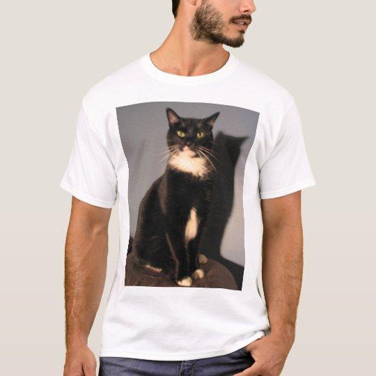 Mi gato le odia camiseta
