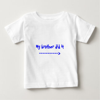 Mi hermano lo hizo -----------> camiseta