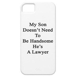 Mi hijo no necesita ser hermoso él es abogado iPhone 5 Case-Mate carcasas