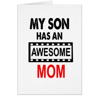Mi hijo tiene una mamá impresionante tarjeta de felicitación