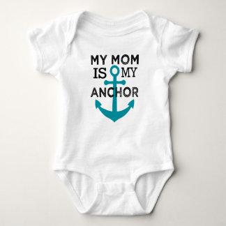 Mi mamá es mi camisa del bebé del ancla