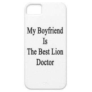 Mi novio es el mejor doctor del león iPhone 5 Case-Mate protectores