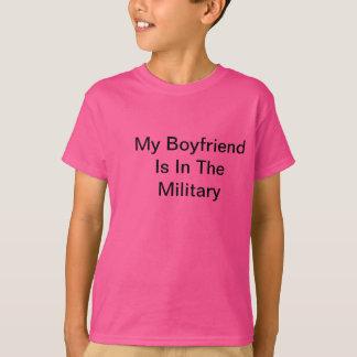 ¡Mi novio está en los militares!!! Camiseta