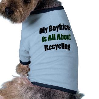Mi novio está todo sobre el reciclaje camisa de perro