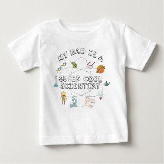 Mi papá es científico fresco estupendo (el bebé) camiseta de bebé