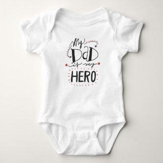 Mi papá es mi héroe body para bebé