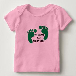 Mi papá tiene pies verdes camiseta de bebé