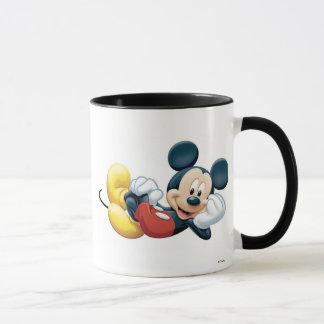 Mickey Mouse que presenta para la cámara