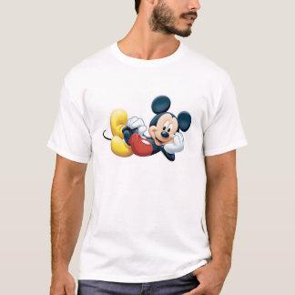 Mickey Mouse que presenta para la cámara Camiseta