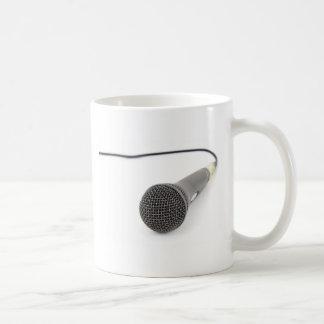 Micrófono del estudio taza de café