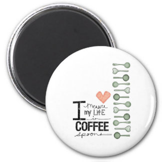 Mido mi vida en cucharitas de café imán redondo 5 cm