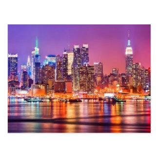 Midtown Manhattan en la noche con el imperio Stae Postal