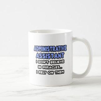 Milagros y ayudantes administrativos tazas de café