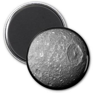 Mimas la luna de Saturn de la nave espacial de Cas Imanes