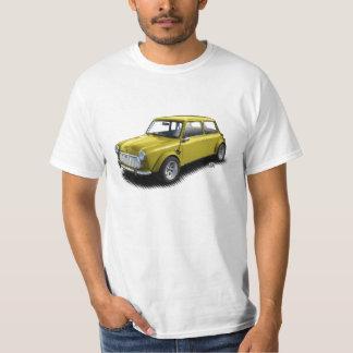 Mini coche del amarillo 1969 clásicos en la camiseta