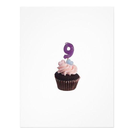 Mini magdalena con número nueve velas tarjetas informativas