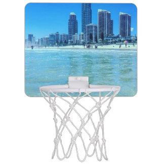 Mini meta del baloncesto con una vista mini aro de baloncesto