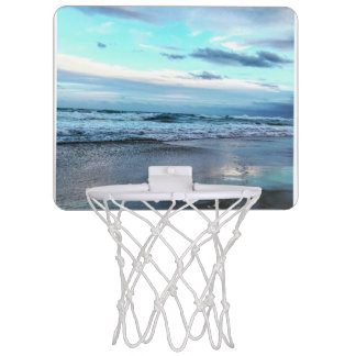 Mini meta del baloncesto con una vista mini tablero de baloncesto