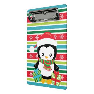 Minicarpeta De Pinza Pingüino del regalo en fondo rayado del copo de