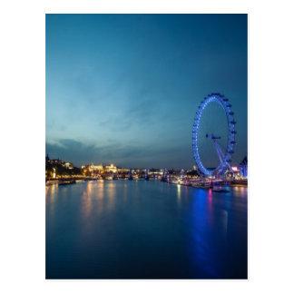 Mirada abajo del Thames Tarjetas Postales