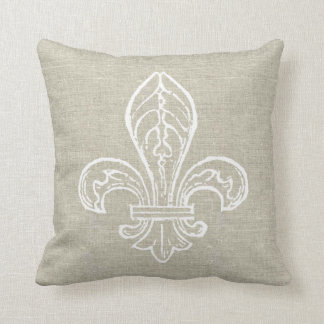 Mirada de lino con la almohada blanca de la flor