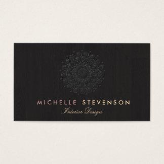 Mirada grabada en relieve elegante del adorno del tarjeta de negocios