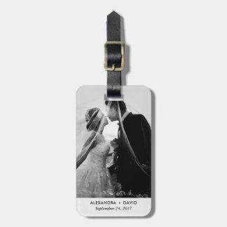 Mirada minimalista con su foto del boda etiquetas para maletas
