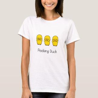Mirar a escondidas la camiseta del pato