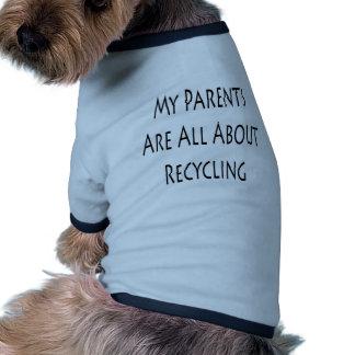 Mis padres están todo sobre el reciclaje camiseta de perrito