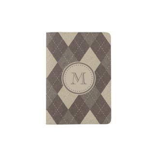 Moca Chocca Brown Argyle con el monograma Portapasaportes