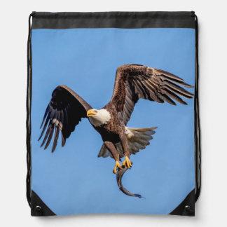 Mochila Con Cordones Eagle calvo con un pescado