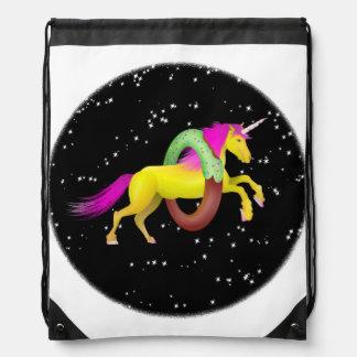 Mochila Con Cordones Unicornio que salta a través de un buñuelo